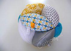 Balle de Préhension 'Axel' multi-textures façon Montessori ou Balle d'éveil : Décoration pour enfants par cathoupic