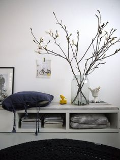 round hooked carpet from Design lemonade; huge vase from concept store Options in Amsterdam / branches! picture taped to white wall! Rama Seca, Lampshade Redo, Magnolia Branch, Casa Retro, Sweet Home, Branch Decor, Interior Decorating, Interior Design, Decorating Ideas