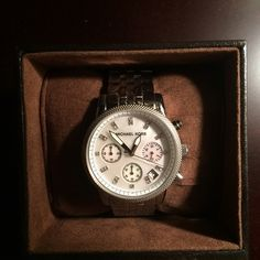 Authentic Michael Khors Silver Watch Silver authentic Michael Khors watch, new, never used, original box included, bought from Nordstrom tag included, no scratches Michael Kors Accessories Watches