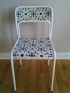 Chaise d'école vintage revampée. Dining Chairs, Furniture, Home Decor, Vintage School, Chair, Dinner Chairs, Homemade Home Decor, Dining Chair, Home Furnishings