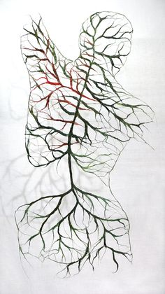 Finnish artist Raija Jokinen creates sculptural bodies out of flax which attempt to reveal the complicated relationship between the mind and body. Webs of flowers, veins, and roots cover her textile torsos, shape-shifting between plant and human forms. Textiles Sketchbook, Gcse Art Sketchbook, Natural Forms Gcse, Natural Form Artists, Art Et Nature, Nature Artists, Systems Art, Human Body Art, Human Human