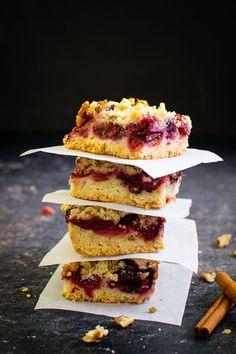 Prăjitură cu prune și blat crocant   Bucate Aromate No Cook Desserts, Dessert Recipes, Romanian Food, Something Sweet, Cake Cookies, My Recipes, Caramel, Sandwiches, Deserts