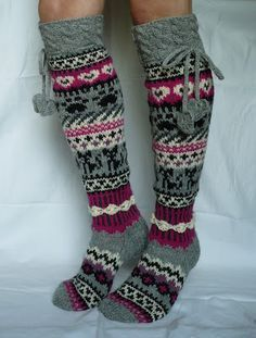 Here& the promise I made for your previous post socks, please! Crochet Socks, Knit Or Crochet, Knitting Socks, Hand Knitting, Sock Crafts, Wool Socks, Fair Isle Knitting, Knitting Patterns Free, Knitting Projects