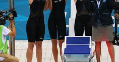 Regras do revezamento 4x100 da natação. O revezamento 4x100 metros livre é uma das provas mais importantes da natação mundial. Praticada tanto por homens quanto mulheres, a modalidade entrou no calendário dos Jogos Olímpicos de 1908, em Londres. Os Estados Unidos são o maior ícone desse esporte: mantiveram o recorde mundial por longos períodos, entre 1938 e 1955, e de 1963 a 2000, tendo ...