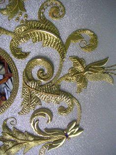 fotos de bordados en oro - Buscar con Google Zardozi Embroidery, Tambour Embroidery, Gold Embroidery, Embroidery Needles, Embroidery Designs, Tambour Beading, Vintage Embroidery, Gold Work, Embroidery Techniques