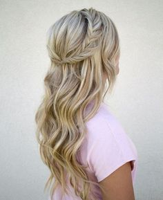 nice 76 Romantic Casual Beach Wedding Hairstyles Ideas  https://viscawedding.com/2017/07/20/76-romantic-casual-beach-wedding-hairstyles-ideas/