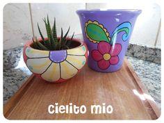 Macetitas pintadas a mano ♥ Painted Flower Pots, Painted Pots, Clay Pots, Cactus, Planters, Rock, Crochet, Pretty, Flowers