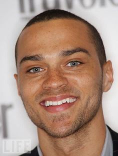 Jesse Wiliams is so cute! Soul Patch, Jackson Avery, Jesse Williams, Magazine Images, Large Photos, Event Photos, Good Looking Men, Greys Anatomy, Cover Photos