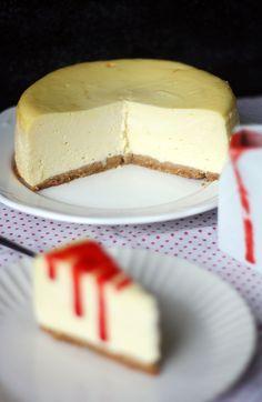 Olen julkaissut blogissa jo useita juustokakkuohjeita, mutta ihan perinteisen New Yorkin juustokakun ohjetta en ole tainnut ikinä pistää jakoon.