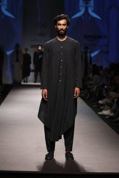 Here are some photos of designer Ujjwal Dubey`s collection at Amazon India Fashion Week Autumn/Winter 2016. The men and women's outfits consisted of long pleated skirts, midis, capes, peplum shirts, wide-legged trousers in asymmetrical hemlines and surface ornamentation all evoking a bohemian vibe. #indiandesginer #IndianFashion #indianclothes #catwalk #menswear #womenswear #aifw #amazonfashionweek2016 #fashiondesigners #models #fashionshow #ujjwaldubey #strandofsilk #autumn #winter