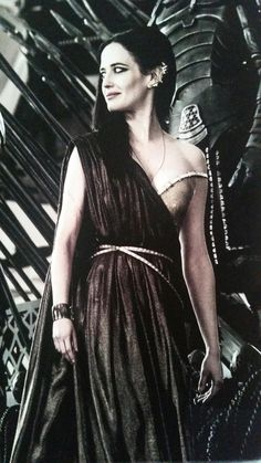 Artemesia's gold dress in 300: Rise of an Empire