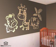 ¡Rediseñado totalmente! Este vinilo infantil compuesto por tres caricaturas de los animales más entrañables de África, el león, la jirafa y la cebra acompañados de una bonita palmera. Es nuestra estrella y a los niños les encanta. Ya está en miles de hogares decorando las habitaciones de los niños más aventureros. #decoracion #teleadhesivo