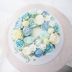 Blue blue Buttercream flower cake #koreanbuttercream #thesweetspot https://www.facebook.com/thesweetspot.com.my/