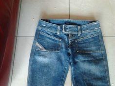 pantalone jeans ancora disponibile https://www.facebook.com/groups/1425472734405077/permalink/1429199500699067/