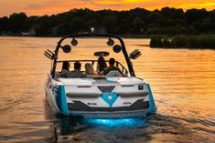The brand new Varatti surf boat with cutting edge technology for top performance surfing, skiing and wakeboarding. Get your new surf boat today! Sport Boats, Ski Boats, Wakeboard Boats, Wakeboarding, Skiing, Sporty, Boating, Sick, Car
