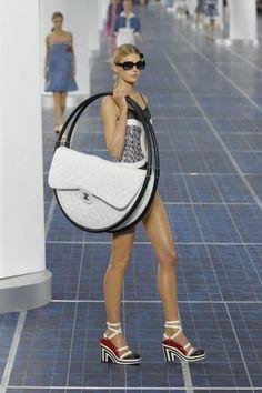 Chanel maxi bag bianca