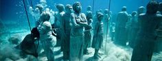 Beautiful picture of underwater statues in Isla Mujeres, Mexico