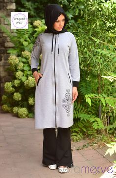 sports wear Hijab In the last 30 years, the evolution of fashion has been in Modest Fashion, Hijab Fashion, Moslem Fashion, Sport Fashion, Womens Fashion, Evolution Of Fashion, Islamic Clothing, Mode Hijab, Hijab Outfit