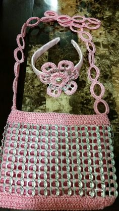 Best 12 Pop tab purse an headband made by Rosalba Pop Top Crafts, Pop Tab Purse, Soda Tab Crafts, Sacs Tote Bags, Pop Can Tabs, Soda Tabs, Aluminum Can Crafts, Pop Cans, Crochet Purses