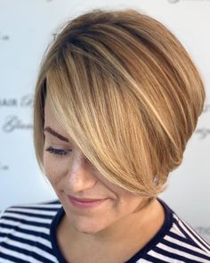 If you want to make big changes in your hair and have a short cut, but are unsure about which model to choose, you can check out the latest short Smart Hairstyles, Older Women Hairstyles, Short Bob Hairstyles, Pixie Haircut Styles, Hair Test, Blunt Hair, Oval Faces, Face Shapes, Short Hair Cuts