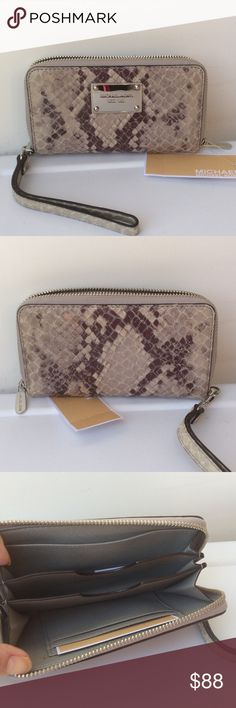 """🆕Michael Kors Lg MF Phone Case /Wallet Wristlet """"Pearl Grey"""" embossed leather with silver tone hardware. Detachable wrist strap. Michael Kors Bags Wallets"""