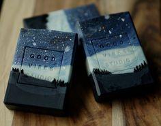 Best of the Best Soap Designs ~ Kabuki Rune ~ Trust Me They Are . - Best of the best soap designs ~ Kabuki Rune ~ Trust me they are sumptuous – s o a p – - Diy Savon, Savon Soap, Handmade Soap Recipes, Handmade Soaps, Handmade Soap Packaging, Paper Packaging, Packaging Ideas, Best Soap, Cold Process Soap