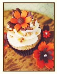 Fall Cupcake - top for her bday cupcakes? Fondant Cupcakes, Cupcake Cakes, Cupcakes Lindos, Fall Cakes, Autumn Cupcakes, Pretty Cupcakes, Cupcake Shops, Themed Cupcakes, Fall Treats