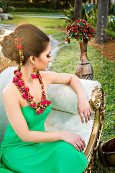 floral jewelry trend plus the hair!