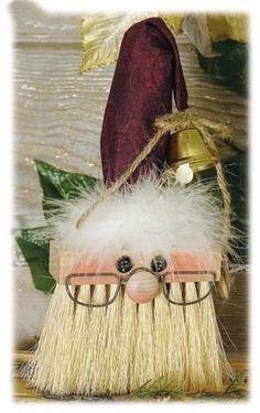 Decorando o Natal: Varre varre vassourinha.e traz o Natal para a minha casinha! Noel Christmas, All Things Christmas, Winter Christmas, Christmas Ornaments, 50 Diy Christmas Gifts, Christmas Projects, Holiday Crafts, Holiday Fun, Santa Crafts
