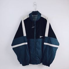 Streetwear ropa vintage ropa deporte lifestyle sec Vintage Jeans, Vintage Outfits, Look Vintage, Retro Outfits, Adidas Vintage Jacket, Streetwear Mode, Streetwear Fashion, Cute Casual Outfits, Summer Outfits