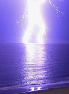 Actually, lightning strikes the same place many times, but that's not the point, the point is here are some truly awesome pictures of lightning. Lightning Photography, Nature Photography, Photography Tips, Photography Gallery, Amazing Photography, Portrait Photography, Wedding Photography, Image Nature, Nature Photos
