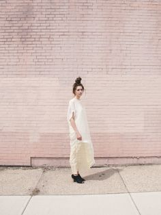 That looks like a double-scoop topknot (brilliant) and the model is standing in front of a pale, pastel, cotton candy pink, brick wall- PINK it is!