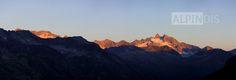 Sonnenaufgang am Gabler und der Reichenspitze. Beobachtet haben wir dieses Schauspiel von der Terrasse der Warnsdorferhütte. Trekking, Mount Everest, Mountains, Nature, Travel, Terrace, Sunrise, Summer Recipes, Naturaleza