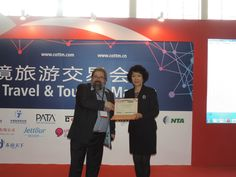 Congratulations to National Tour Association for winning the bronze CTW Award in Service Quality! Here is Ms. Haybina Hao with COTRI director Prof. Dr. Wolfgang Georg Arlt.