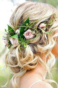 Fresh roses in hair for flower girl or Maid of Honor....