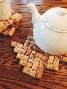 Do you save all of your wine corks? Here are 25 amazing wine cork DIY ideas for you to try! #wine #corks #diy #projects