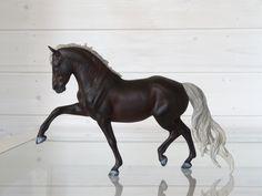 2017. Customized Breyer Traditional Totilas model horse. Custom by Zane Lahdenranta ( Frosty Birch Studio)