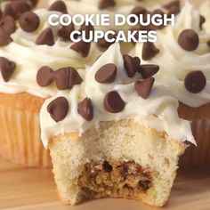 6 Creative Cupcake Recipes Cupcakes are my favorite dessert! So here are 6 ideas to make them ever tastier. Cupcake Recipes, Baking Recipes, Cupcake Cakes, Dessert Recipes, Cup Cakes, Cupcake Videos, Cookie Cakes, Diy Cupcake, Just Desserts
