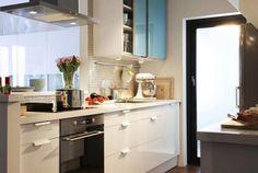 Decorar las cocinas pequeñas es una tarea fácil, divertida y sobre todo muy provechosa, de manera que la cocina se puede convertir en un espacio cómodo.