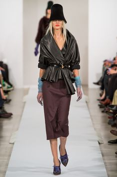 Oscar de la Renta Fall 2013 Ready-to-Wear Collection Slideshow on Style.com. Need the wrap jacket