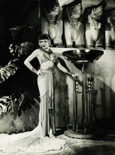 Claudette Colbert in Cleopatra 1934 by Art & Vintage Old Hollywood Glamour, Golden Age Of Hollywood, Vintage Hollywood, Classic Hollywood, Hollywood Stars, Belle Epoque, Deco Cinema, Divas, Photo Star