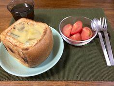 シチューを詰めた全粒粉食パンです。パンは嵯峨広沢南野町の「天然酵母パン・ひつじの風」豆乳とトウモロコシ粉で作ったシチューに、具はジャガイモとズッキーニと牛蒡