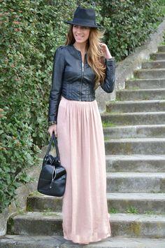 Falda larga + chaqueta de cuero