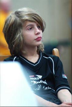 27 Ideas For Fashion Photography Kids Long Hair Boy Haircuts Long, Little Boy Haircuts, Boys Long Hairstyles, Young Cute Boys, Cute Teenage Boys, Kids Photography Boys, Kids Fashion Photography, Cute Blonde Boys, Beauty Of Boys