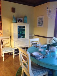 Hutch and Chairs painted with Chalk Paint® colour Cream #anniesloan chalkpaint in Lisa Ard's store in Tallahassee, Florida, USA.