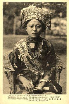台湾・高砂族 盛装の蕃娘