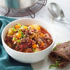 Mausteisella chorizo-makkaralla saat maukkautta jauhelihakeittoon.
