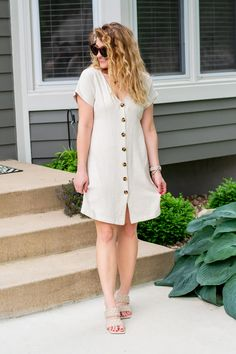 Beige Linen Dress + Woven Sandals. | Le Stylo Rouge Fashion Group, Only Fashion, Fast Fashion, Boho Fashion, Fashion Beauty, Girl Fashion, Fashion Outfits, Stylish Outfits, Cute Outfits