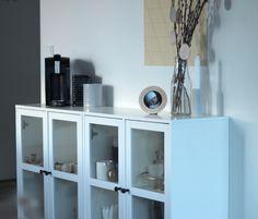 ASAA vitriini bloggarin tyyliin Scandinavian Living, Asana, Shelving, Inspiration, Furniture, Home Decor, Shelves, Biblical Inspiration, Decoration Home