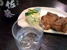 佐藤を飲みながら厚切り牛肉、これが最高の楽しみです!【けいこまりさん】
